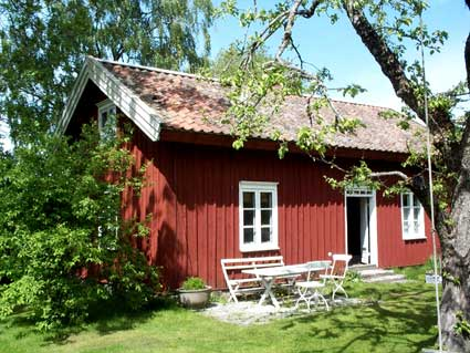 "Welcome and rent our ""Drängstuga"" - I promise it will give you a memorable stay in our beautiful part of the swedish countryside"